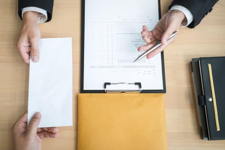 Comment se constituer une base de documents pour résilier ses contrats ?