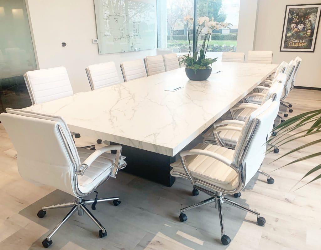 Une table assez grande