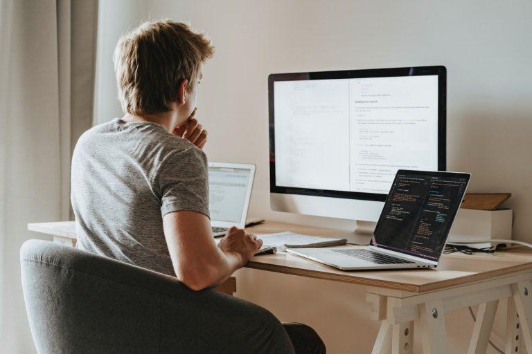 Les 4 outils indispensables du community manager