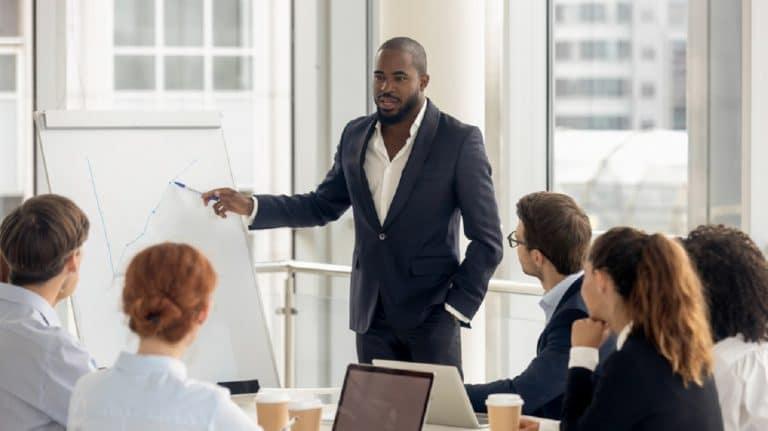 Comment recruter un bon directeur administratif et financier?